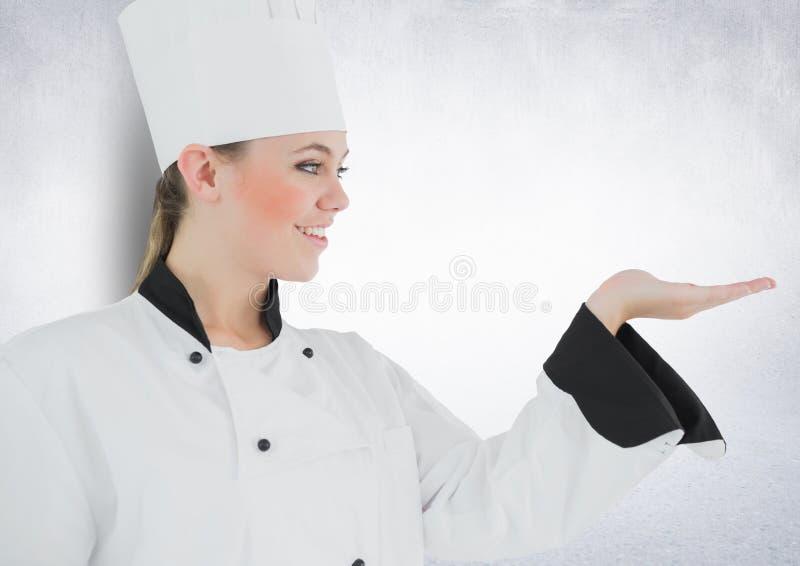 Красивый женский шеф-повар показывать против белой предпосылки стоковое изображение rf