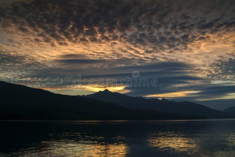 Красивый заход солнца в юговосточной Аляске стоковое фото rf