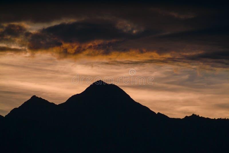 Красивый заход солнца в юговосточной Аляске стоковое изображение