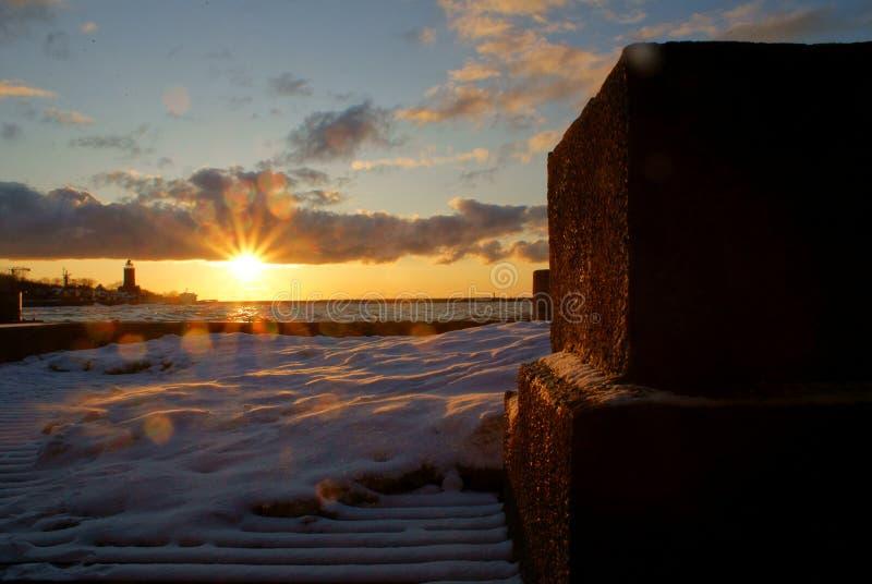 Красивый заход солнца над Балтийским морем стоковое изображение