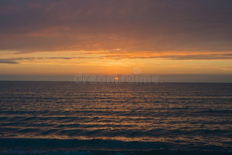 Красивый заход солнца над морем Anapa, регион Краснодар, Россия стоковое фото rf