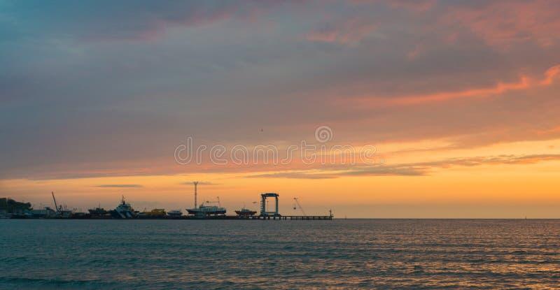 Красивый заход солнца над морем Anapa, регион Краснодар, Россия стоковые изображения
