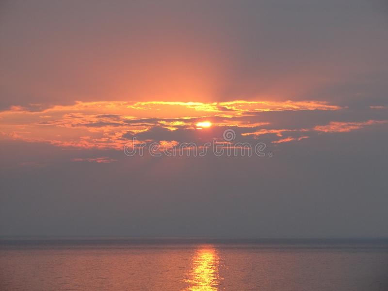 Красивый заход солнца над Lake Michigan стоковая фотография