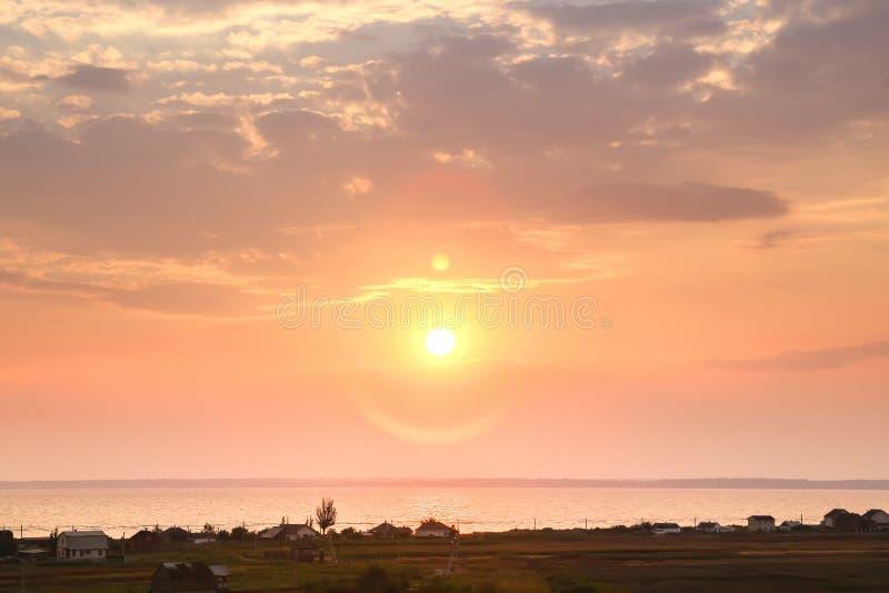 Красивый заход солнца на море на twilight фильтре года сбора винограда времен стоковое изображение rf