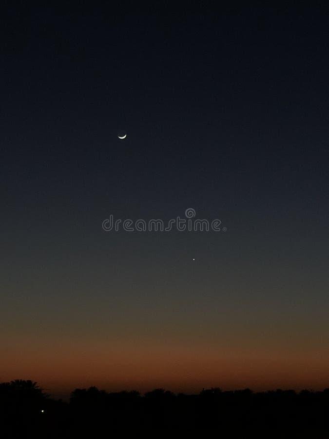 Красивый заход солнца с луной стоковые фото