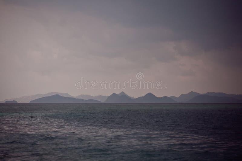 Красивый заход солнца в Индийском океане стоковое изображение rf