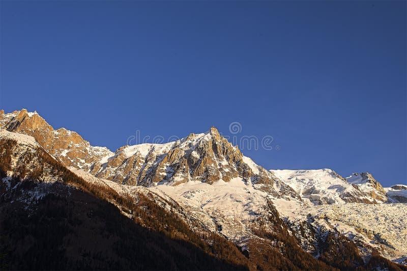 Красивый заход солнца в французе Альпах стоковые фотографии rf