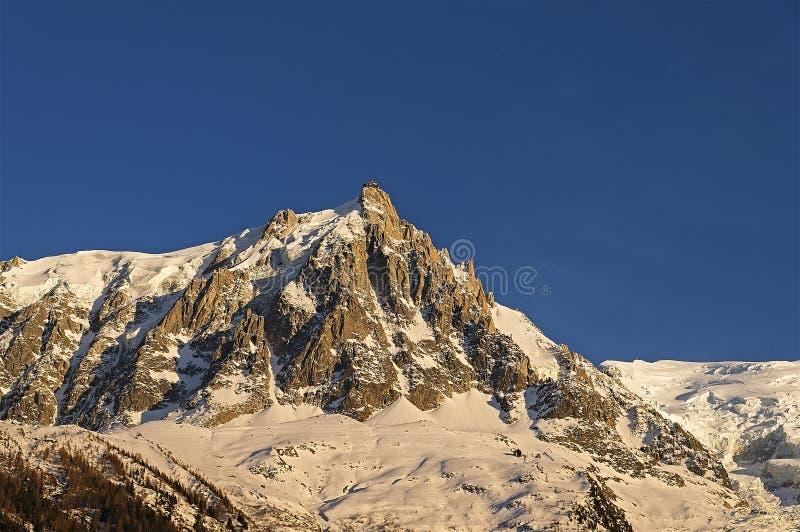Красивый заход солнца в французе Альпах стоковые фото