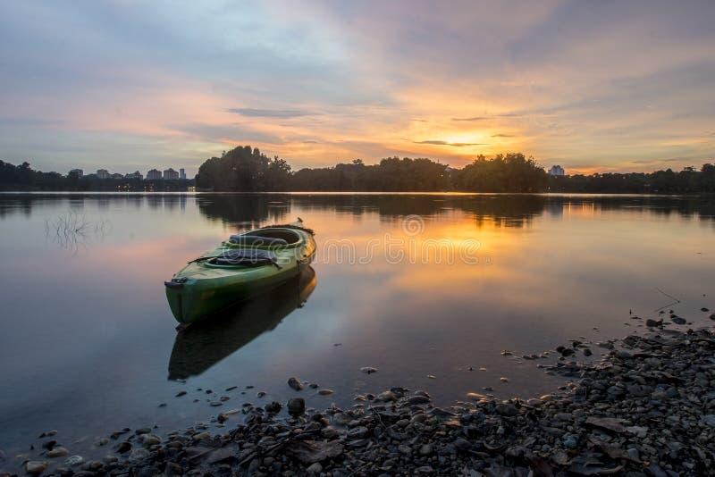 Красивый заход солнца на заболоченном месте, Путраджайя стоковая фотография