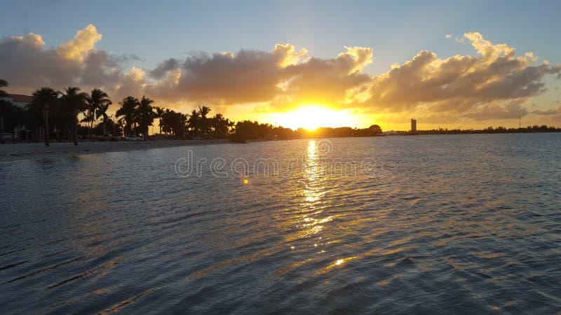 Красивый заход солнца St. Lucie порта в Флориде стоковые изображения