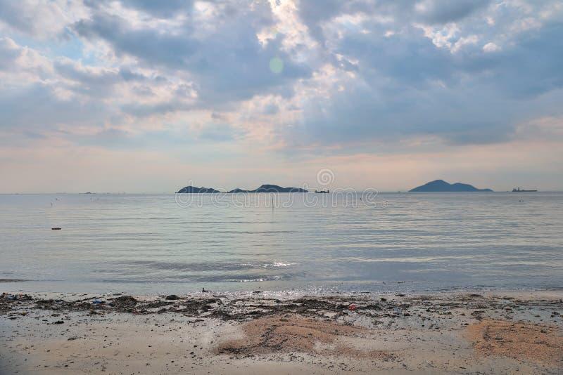 Красивый золотой заход солнца на легкем Kwu Tan стоковое изображение rf