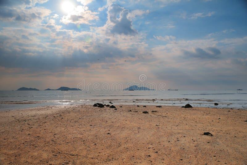 Красивый золотой заход солнца на легкем Kwu Tan стоковое фото rf