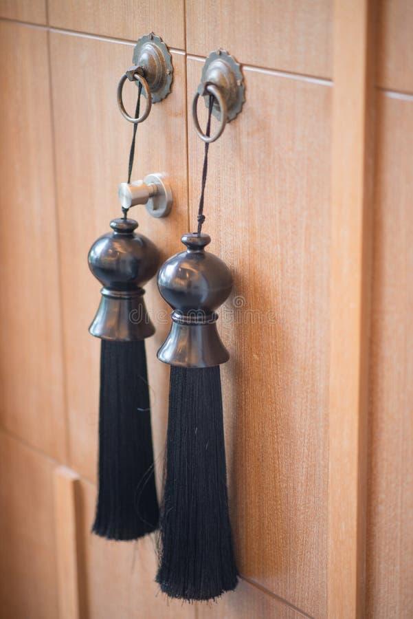 Красивый дизайн консервооткрывателя двери в доме стоковое фото rf