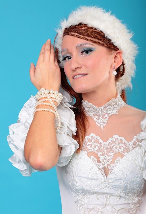 Download Красивый имбирь в платье ферзя снежка Стоковое Изображение - изображение насчитывающей повелительница, princess: 33734389