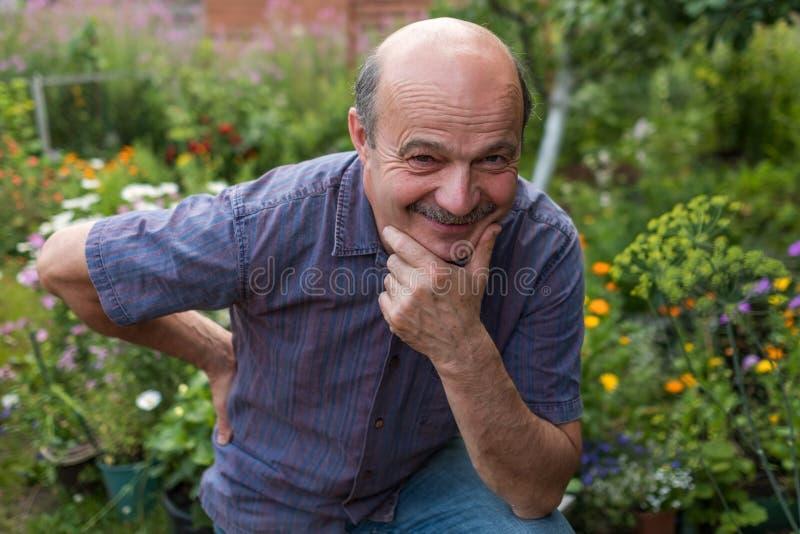 Красивый кавказский зрея человек с усиком стоковое изображение rf
