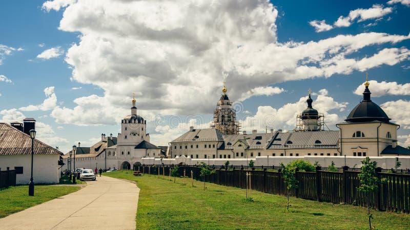 Красивый каменный монастырь Bogoroditse-Uspensky стоковые фотографии rf