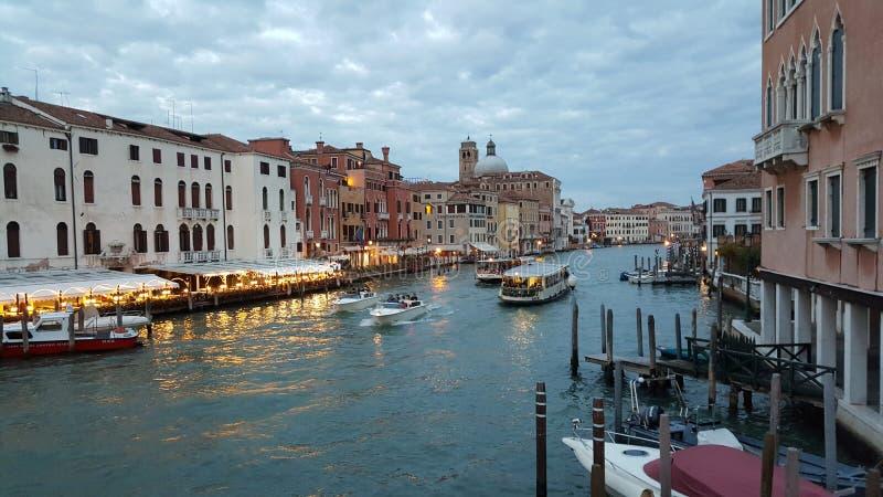 Красивый канал большой в Венеции стоковые фотографии rf