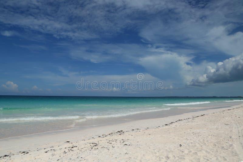 Красивый карибский пляж на острове гавани стоковая фотография