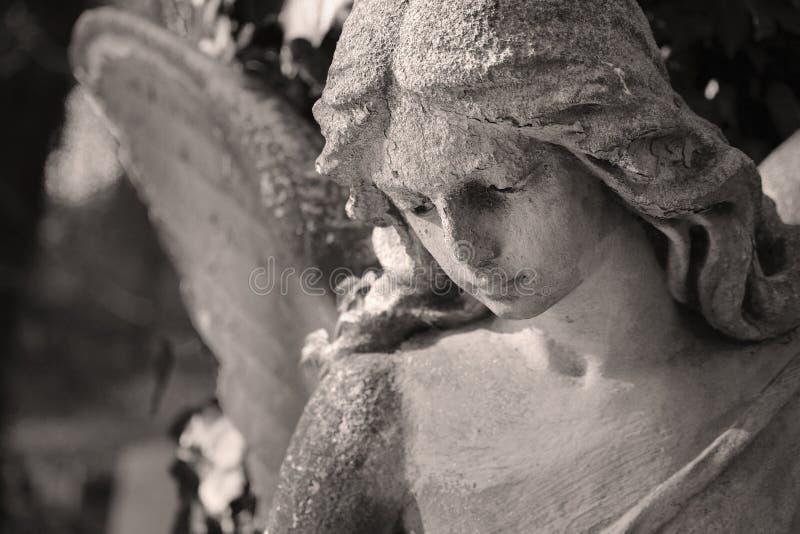 Красивый конец вверх по af скульптура мрамора ангела стороны с помадкой стоковая фотография
