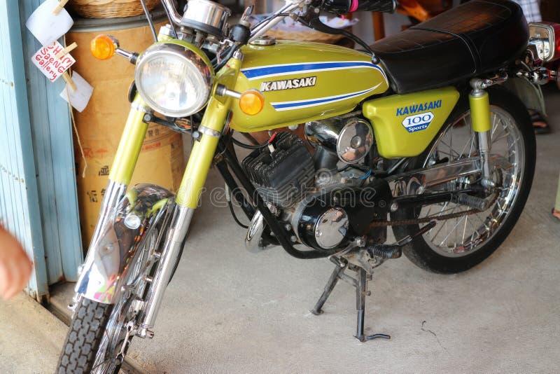 Красивый конструированный винтажный мотоцикл, винтажный стиль стоковое фото rf