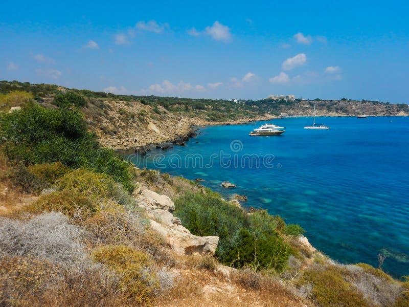 Красивый ландшафт близко пляжа Nissi и Cavo Greco в Ayia Napa, острове Кипра, Средиземном море стоковые фотографии rf