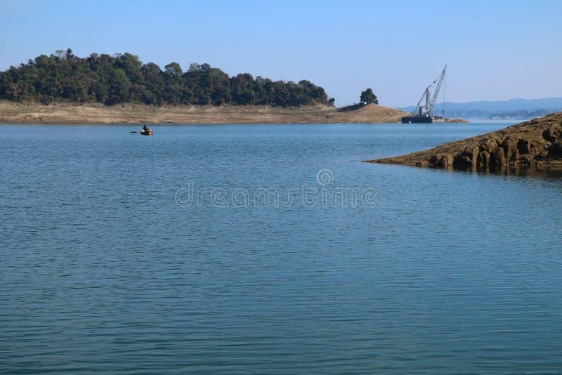 Красивый ландшафт воды запруды Himachal Pradesh Индии Pong стоковые фото