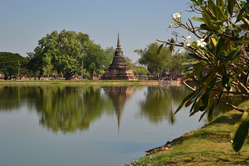 Красивый ландшафт в парке Sukothai историческом, Таиланде стоковые изображения