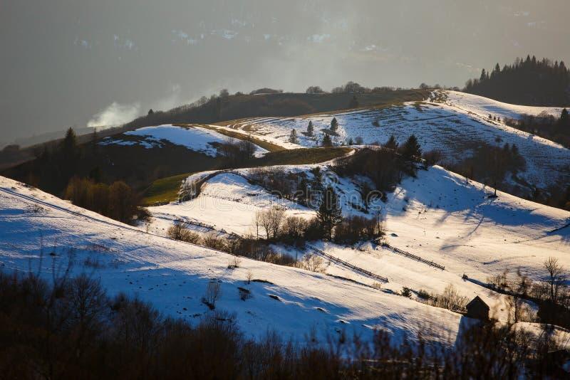 Красивый ландшафт горы в сельском районе Плавя снег на наклонах стоковые фото
