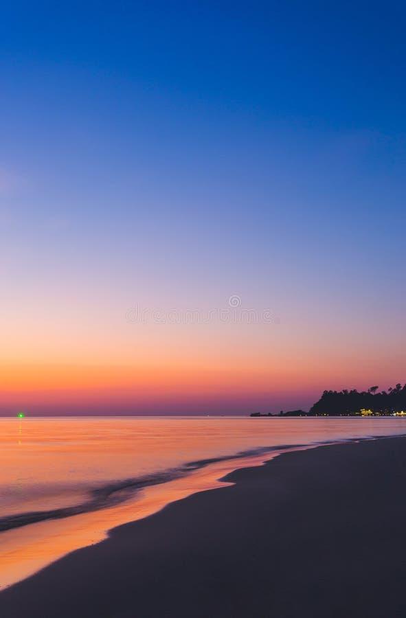 Красивый ландшафт океана на времени захода солнца r стоковое изображение rf