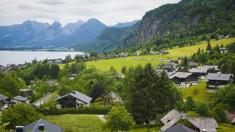 Красивый ландшафт с зелеными горами, долина Aps стоковое изображение