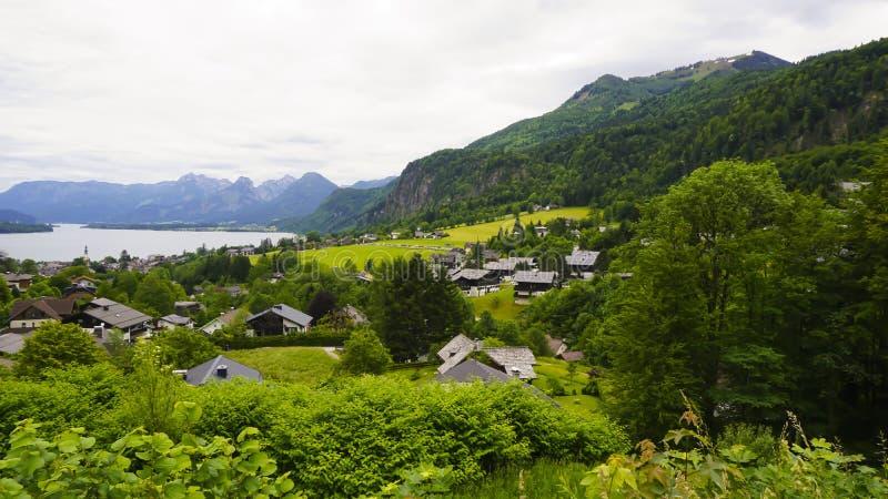 Красивый ландшафт Aps с зелеными горами, стоковые изображения rf