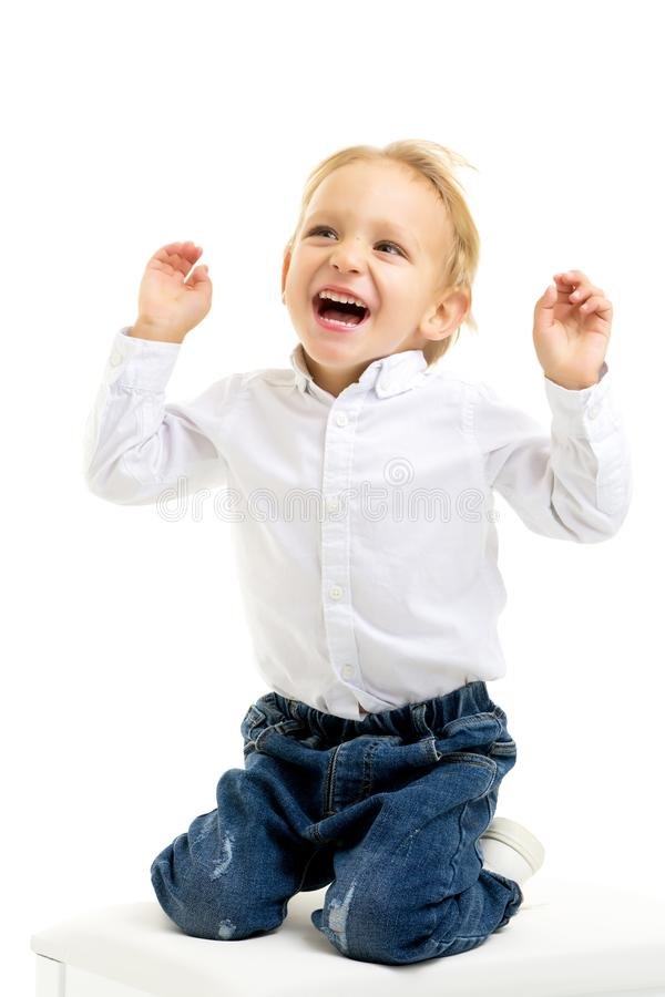 Красивый мальчик смеется Концепция счастливого детства стоковые изображения rf