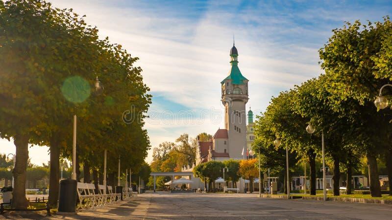 Красивый маяк в Sopot на утре, Польше стоковое изображение rf