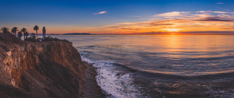 Красивый маяк Vicente пункта на панораме захода солнца стоковое фото