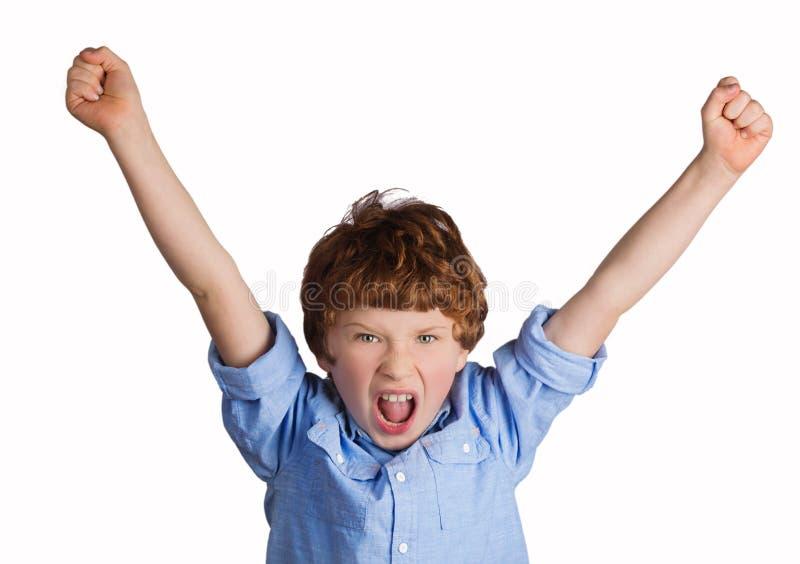 Красивый мальчик празднуя победу стоковое фото
