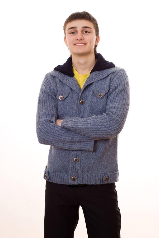 Красивый молодой человек стоя на белой предпосылке стоковая фотография rf