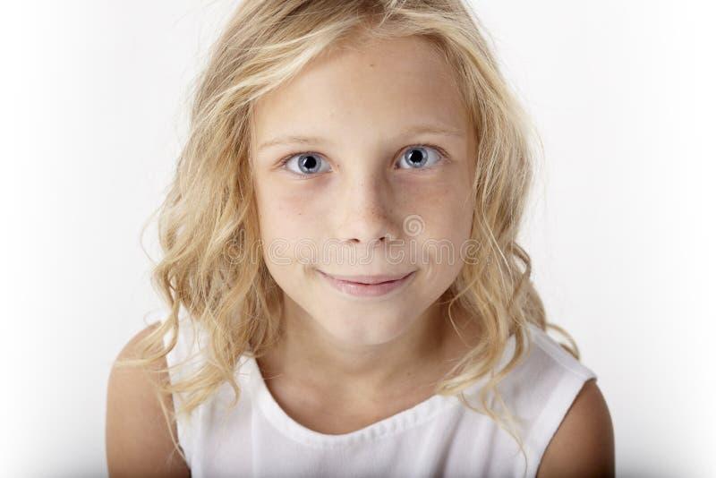 Красивый молодой белокурый портрет девушки стоковое фото rf