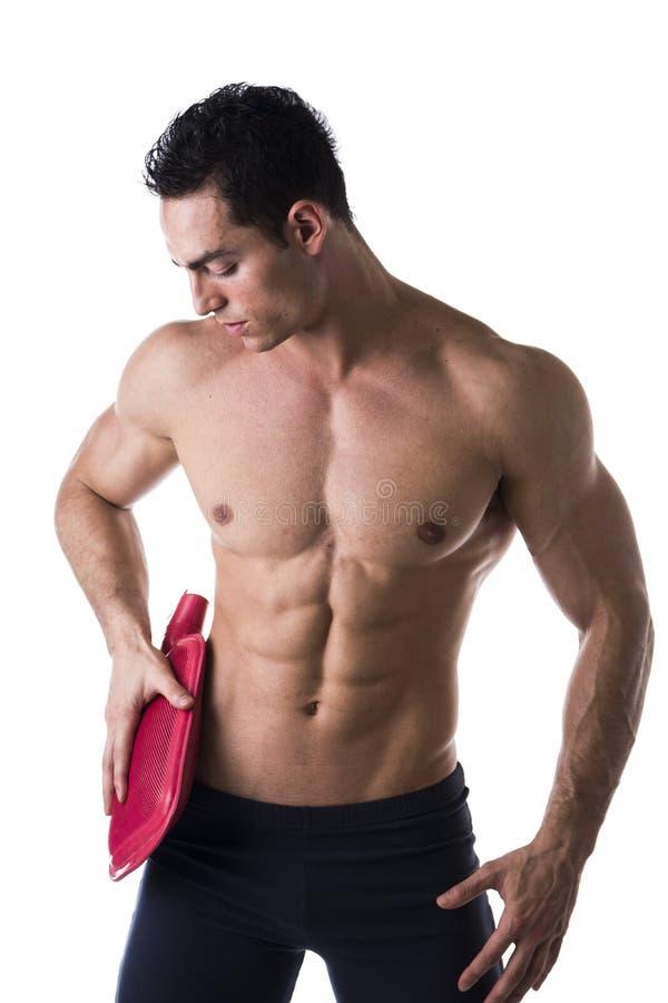 Download Красивый молодой человек при тазобедренная боль, держа горячую бутылку с водой Стоковое Изображение - изображение насчитывающей боль, athirst: 41662379