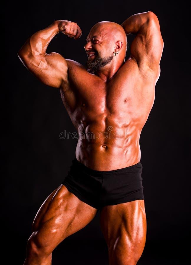 Красивый мышечный культурист стоковая фотография