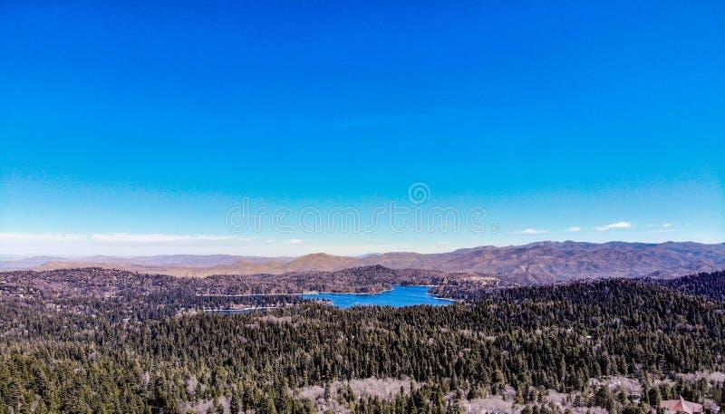 Красивый наконечник озера как осмотрено от оправы мира стоковое изображение