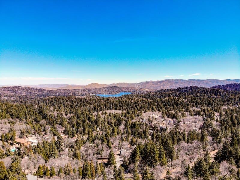 Красивый наконечник озера как осмотрено от оправы мира стоковое фото rf