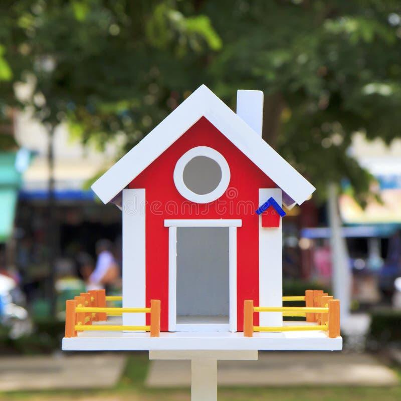 Download Красивый дом птицы стоковое изображение. изображение насчитывающей мало - 33733411