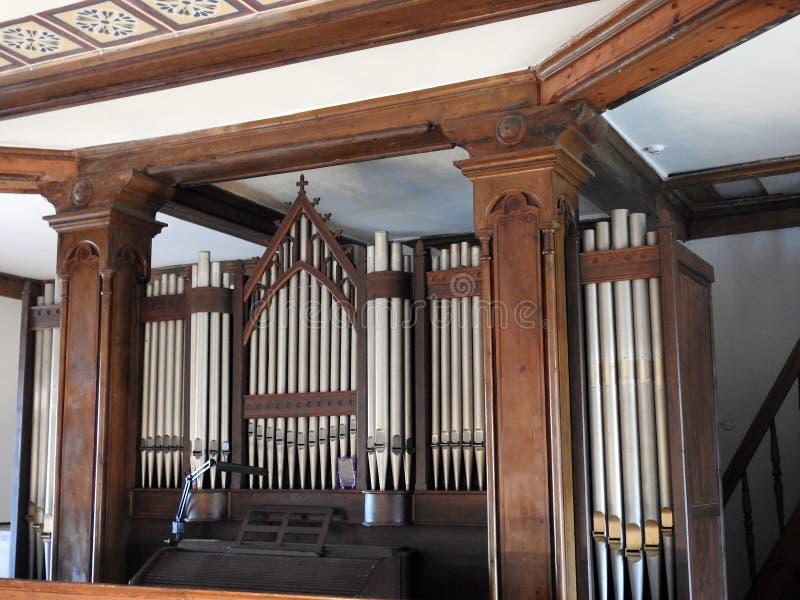 Красивый орган в старой церков, Литве стоковое изображение