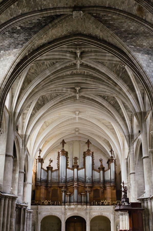 Красивый орган и готическая архитектура внутри собор Святого-andré Бордо стоковая фотография rf