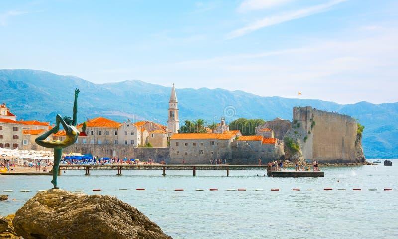 Красивый панорамный взгляд старого средневекового городка Budva, Черногории стоковая фотография