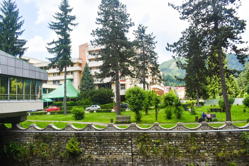 Красивый парк в balneary курорте с минеральной термальной водой Baile Olanesti Румыния, графство Valcea, Baile Olanesti - 10 06 стоковое фото