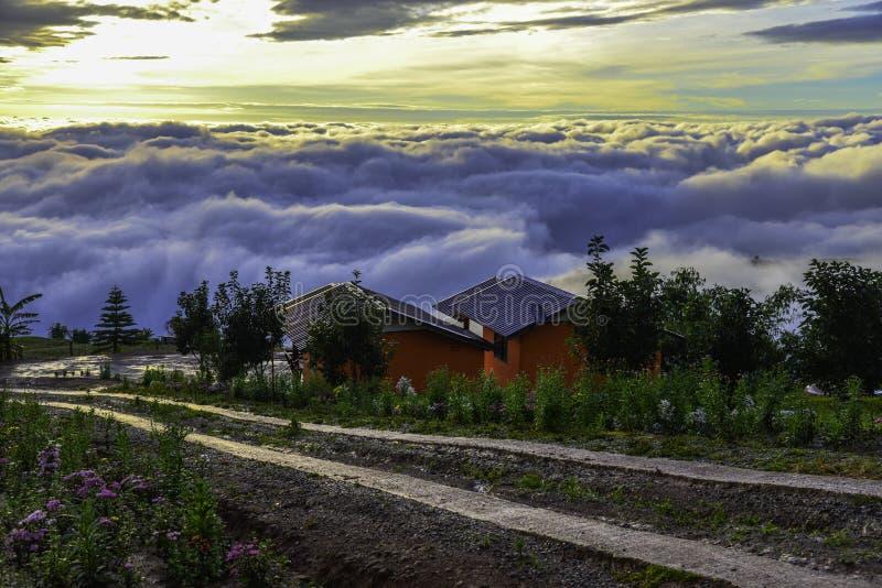 Красивый пейзаж горы в Phutabberk Phetchabun, Таиланде стоковое изображение