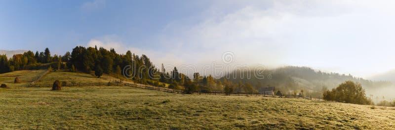 красивый пейзаж горы гор Apuseni стоковая фотография