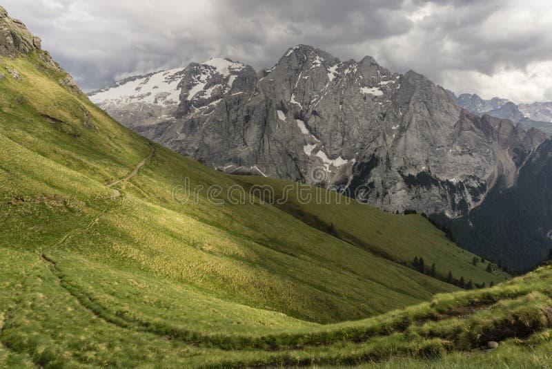 Красивый пейзаж массива Marmolada Доломиты Италия стоковые фотографии rf