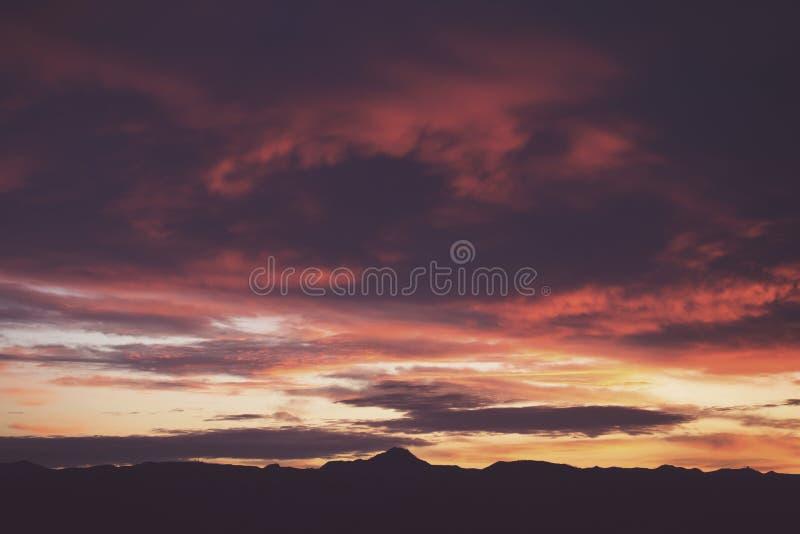 Красивый пейзаж неба во время рассвета стоковое изображение rf